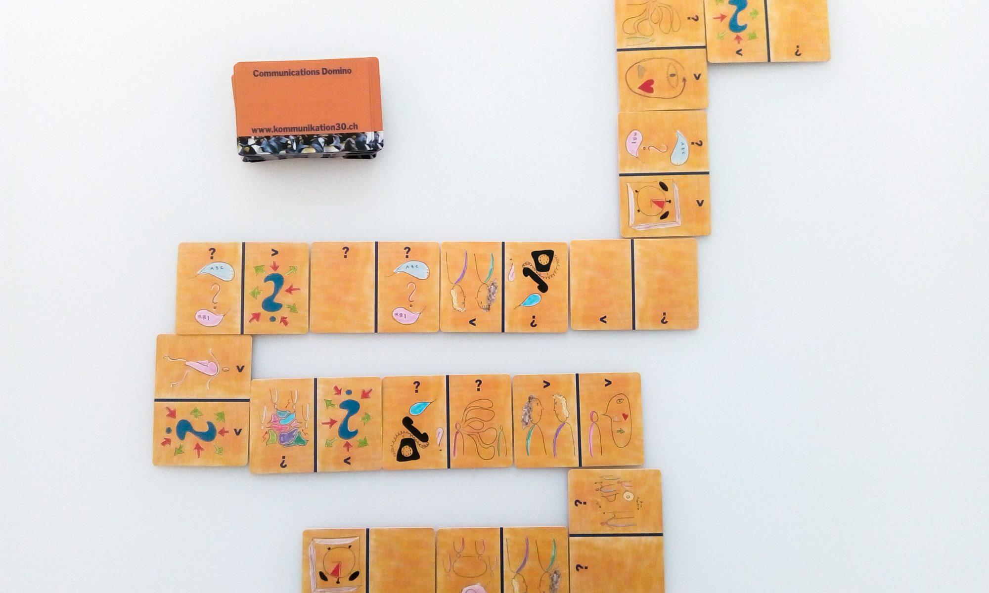 Dominokarten mit kommunikativen Herausforderungen und Lösungsoptionen